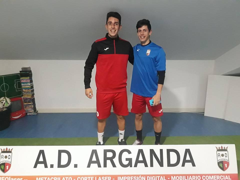 Óscar y Villa en las oficinas del Estadio Municipal tras la entrevista