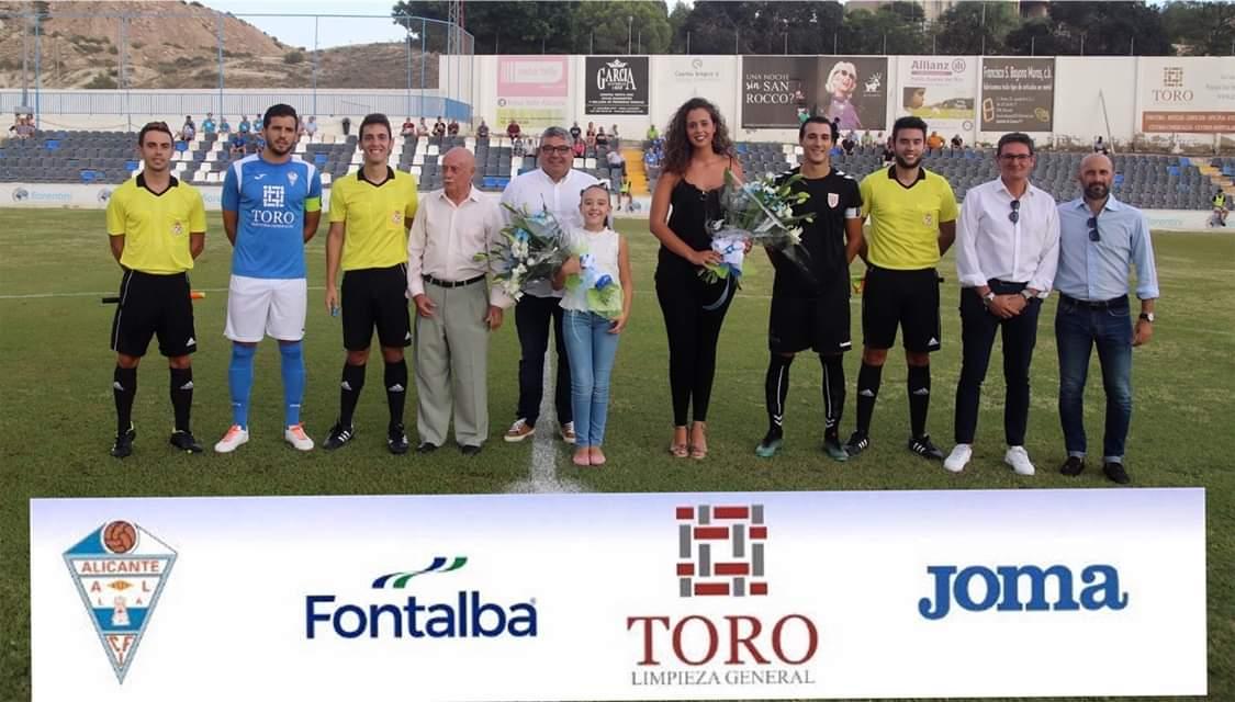 El CFI Alicante tuvo el privilegio de recibir a Isabel Bartual y Noelia Vinal, Belleses del Foc, para realizar el saque de honor. F: CFI Alicante.