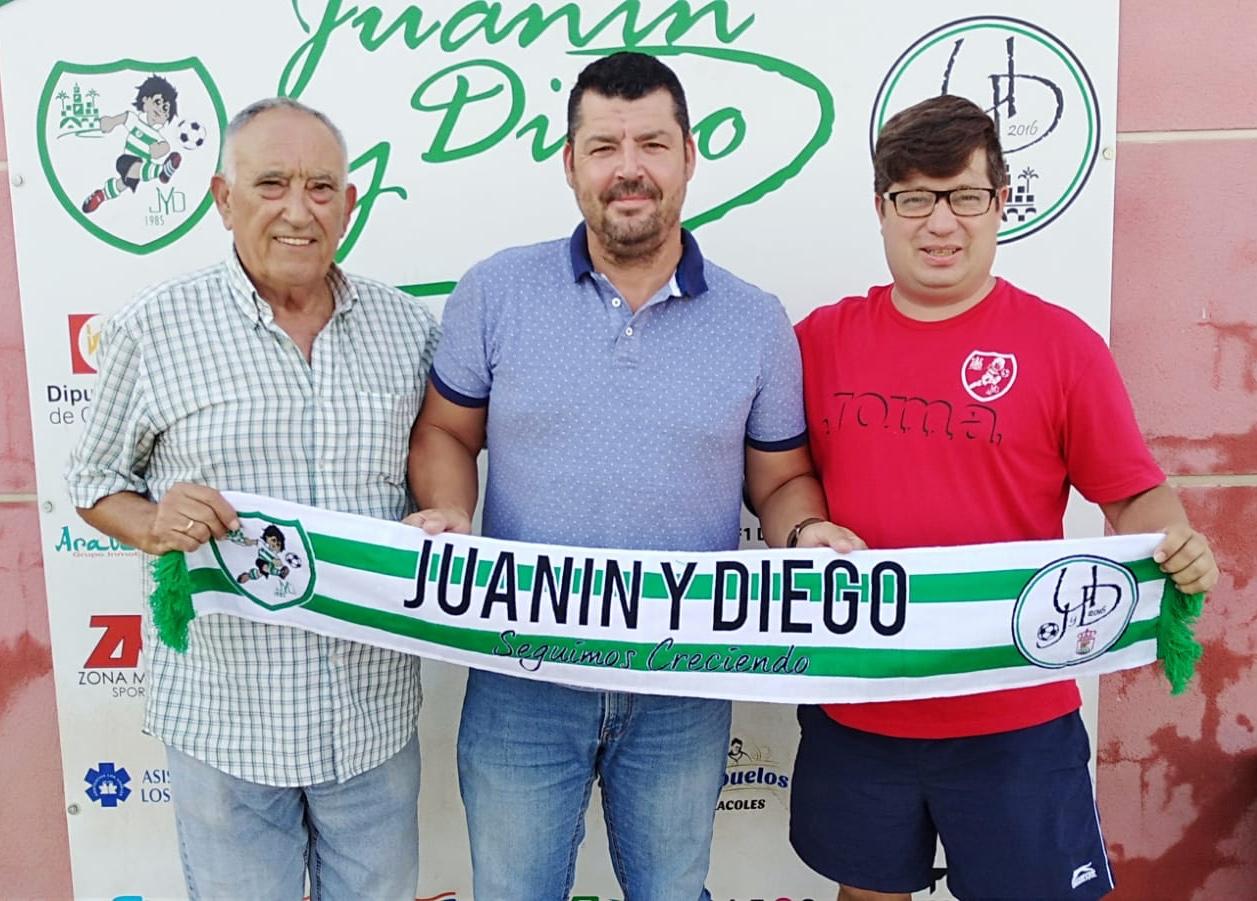 Rodríguez, en el centro, junto a Diego Moreno y Jorge Hernández