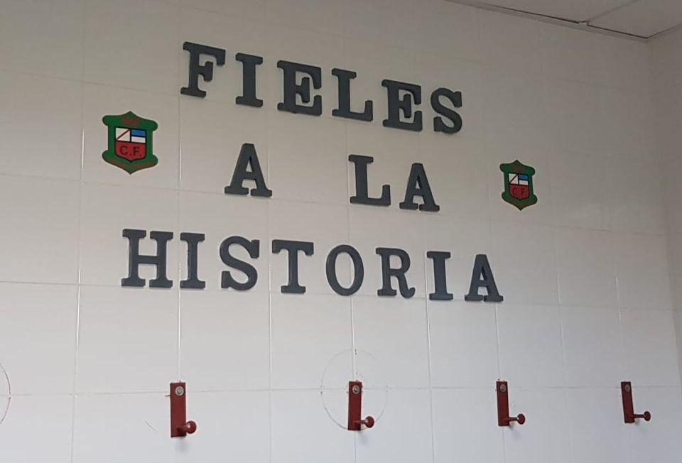 sdsEl club ha rediseñado el vestuario local del Campo Municipal Manuel Jiménez Rosales del Toril.