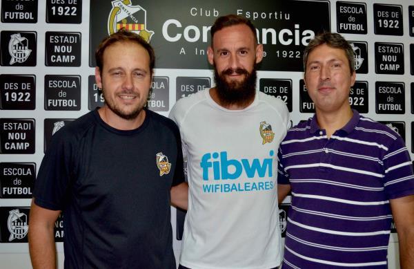 Juan Vich firma por nuestro Club