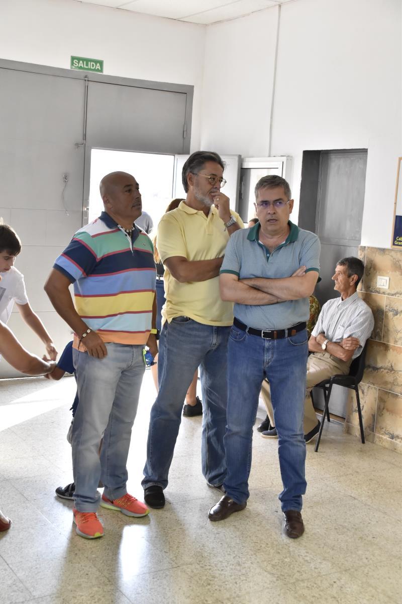 Don Marco Aurelio(Alcalde del Ilmo Ayto. SB De Tirajana), Don Roberto Martel(Concejal de Deportes) y Don Fernando González Montoro(Concejal de Urbanismo)