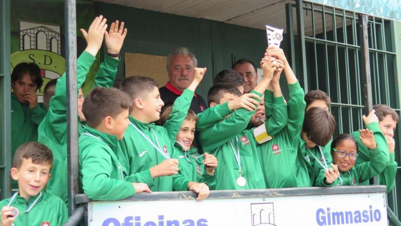 Fotografías 8º Torneo Futbol Base S.D Colloto (Alevín)
