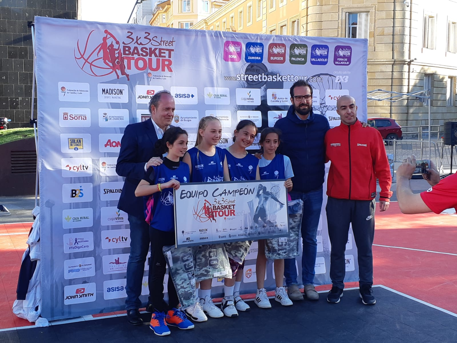 STREET BASKET TOUR SORIA 25 MAYO 2019 Campeonas Alevín Femenino - Cadete Masculino RECTA FINAL EN VALLADOLID