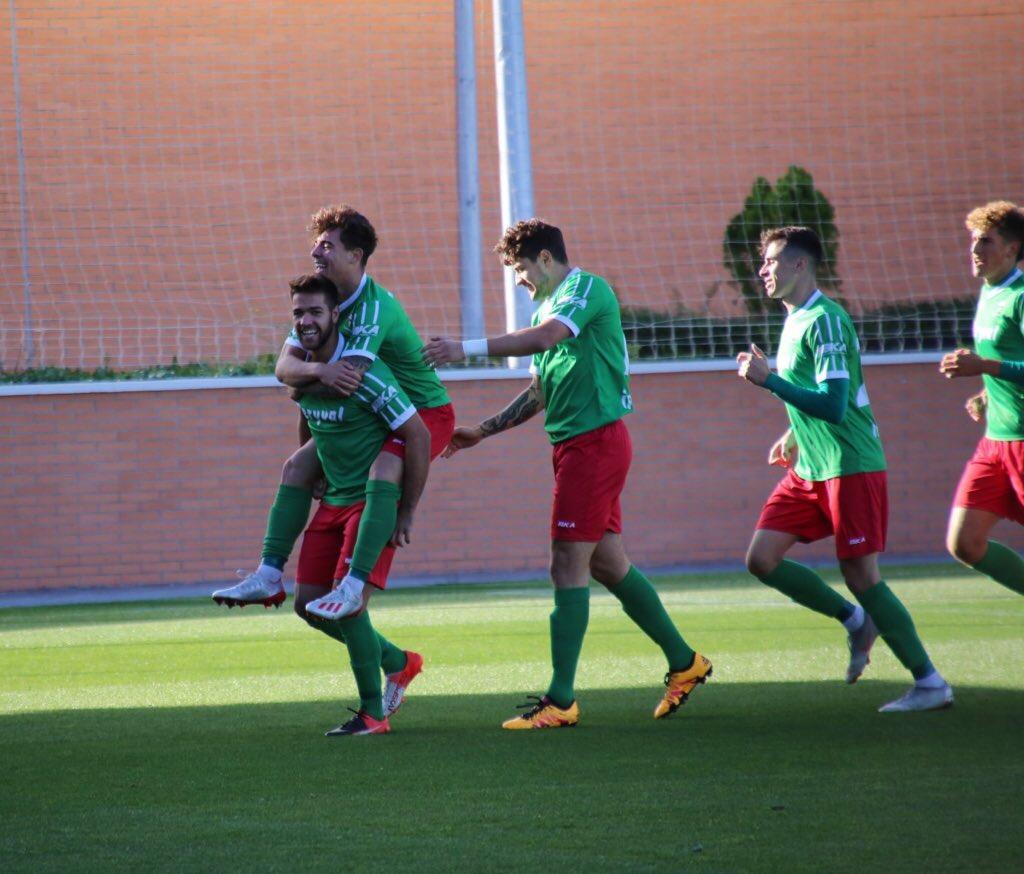 CRÓNICA TERCERA | Reparto de puntos entre dos rivales directos para mantenerse en playoff