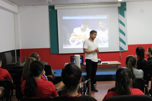 SPORTS UNLIMITED SCHOLARSHIPS PRESENTA SU PROGRAMA DE BECAS EN EL ALFONSO SILVA