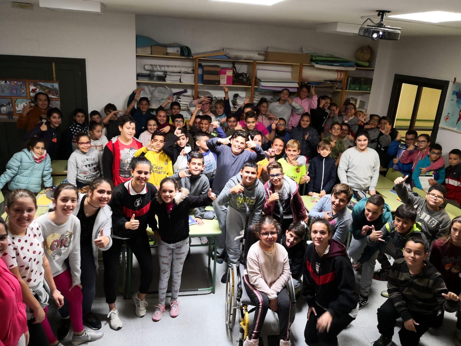 El Viera fomenta el fútbol femenino en el CEIP Francisco Trajano y en el Colegio Norte