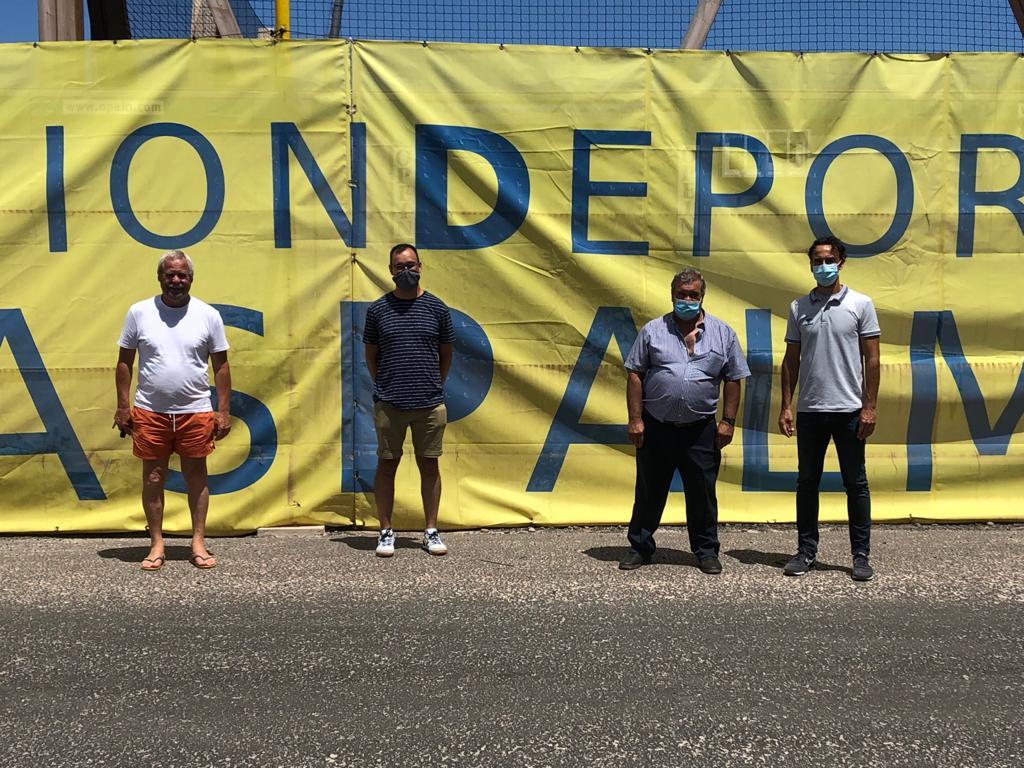 Visita de una representación de la peña 'La Bañeza' de León a la Ciudad Deportiva